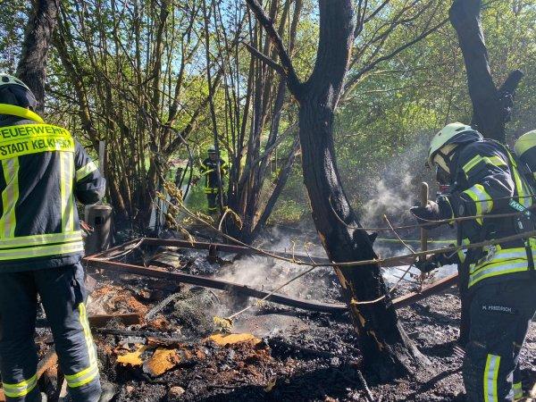 Brennt Bauwagen