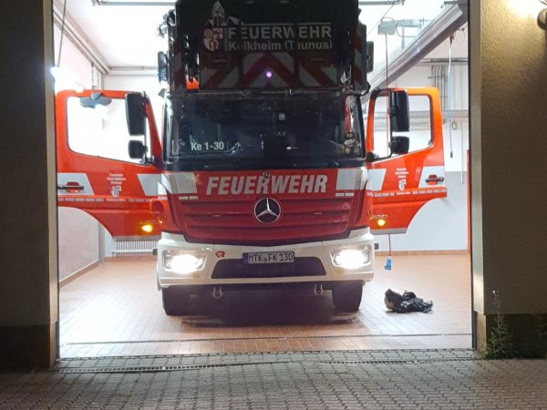 Feuer in Mehrfamilienhaus – Menschenleben in Gefahr